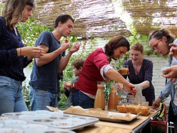 Des ateliers de tartinades et des formations de sensibilisation sur l'agriculture et l'écologie sont régulièrement organisés dans les communes de Bruxelles. Aromatisez-Vous