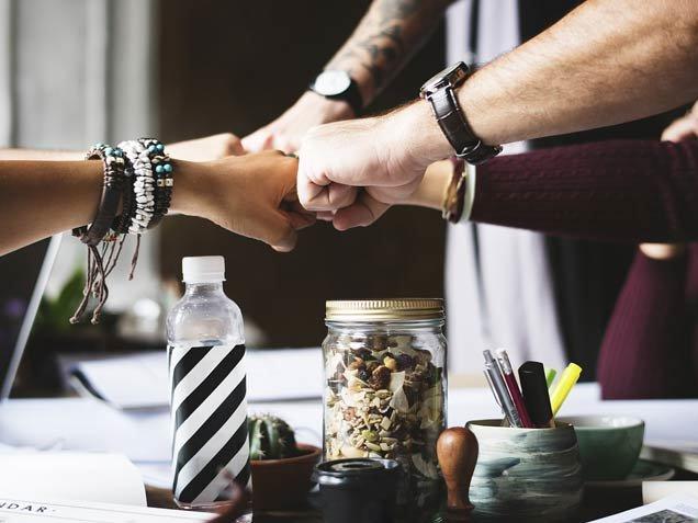 Aromatisez-vous. Nous sommes des artisans du goût, de la terre et du partage. Nous proposons des ateliers, des formations, des services aux entreprises et des tartinades.